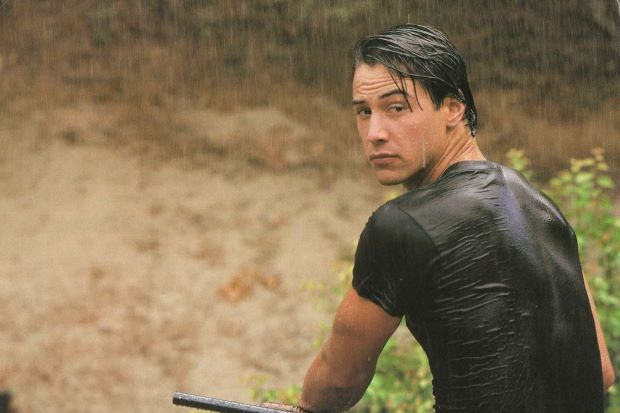 Ecco qui di seguito, brevemente descritta, la storia di Keanu Reeves, uno degli attori più celebri e popolari del cinema americano degli ultimi vent'anni.    https://www.youtube.com/watch?v=M2rXeJ5C4FE  L'attore, nato nel 1964 a Beirut, in…